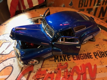 Metal Diecast Cars - 1:24 Chevy Aerosedan - Blue