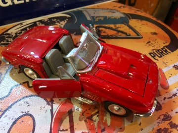 Metal Diecast Cars - 1:24 Corvette Convertible - Red